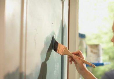 como pintar una puerta de madera